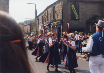 34 Hexemshire Lassies (At Holmfirth)