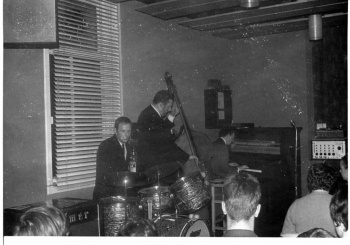 Jazz group performing (2)