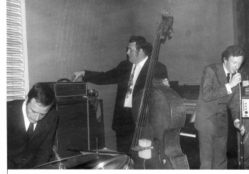 Jazz group in club (4)